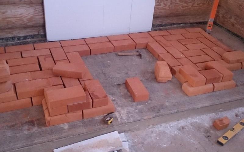 Фундамент для камина – армированная плита, нагрузки по нему рассчитывались дополнительно.