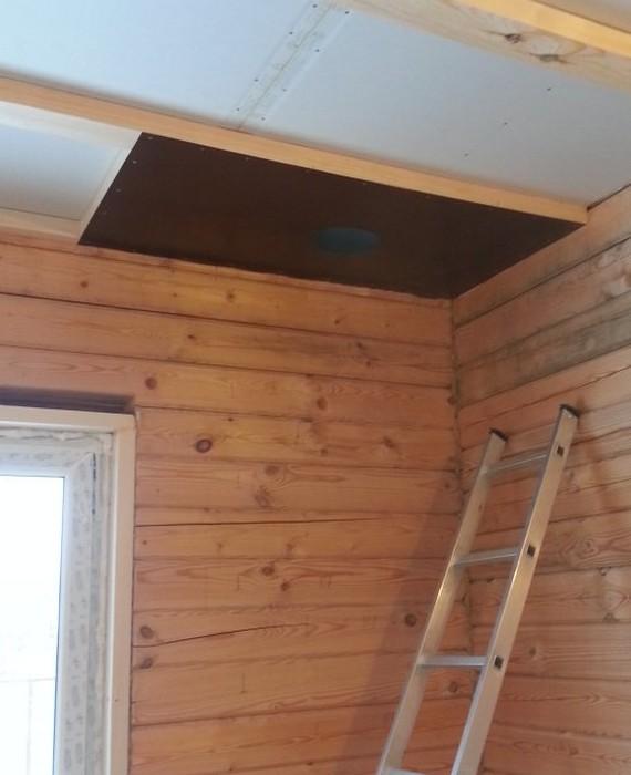 Пример разделки крыши около с деревянной перегородкой