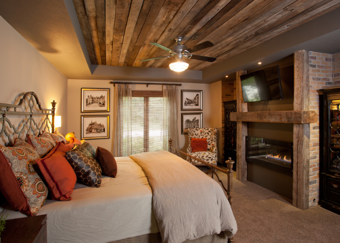 Камин для спальни с деревянным порталом