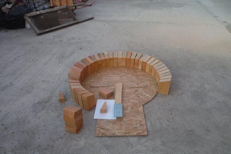 В самом начале здесь планировалось строительство более простой конструкции - мангала, печи или казана