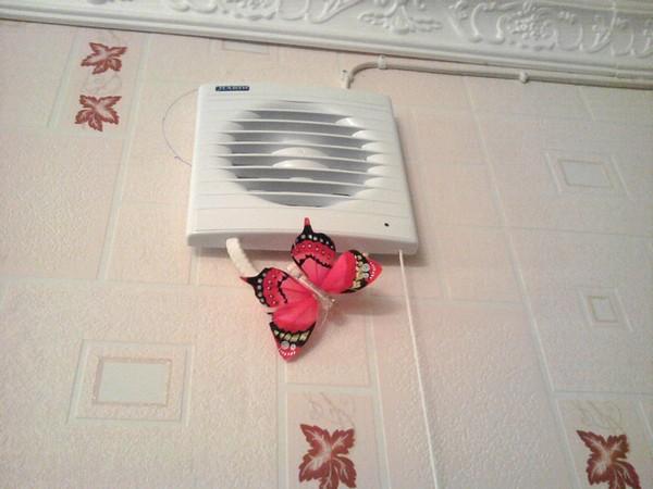 Для улучшения отопительных возможностей был также установлен вентилятор.